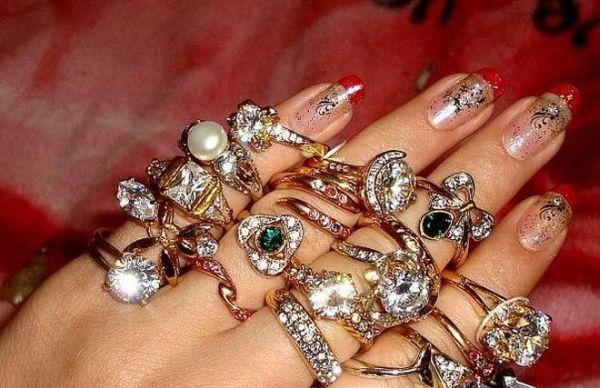 La mujer de los anillos