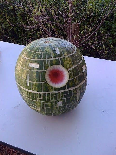 Star Wars-Estrella de la muerte hecha con sandia