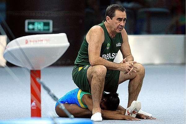 El entrenador de la gimnasta