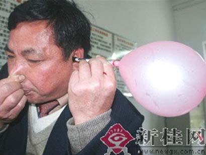 Infla globos con la oreja