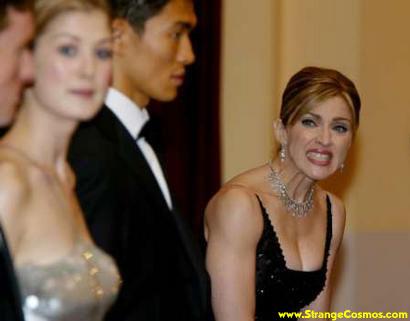 Madonna poniendo caras raras