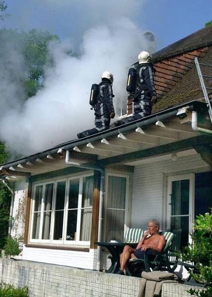 Dejando trabajar a los bomberos